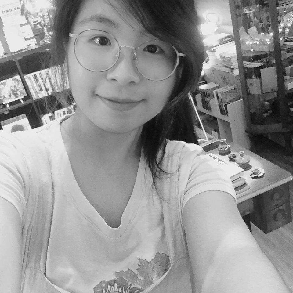 紅絲線書店店長Emily